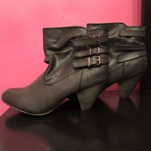 NEW!! Madden Girl size 8.6 faded black booties.